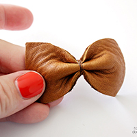emily leather hair bow featured image