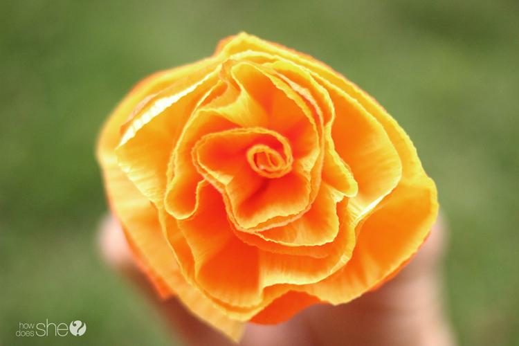DIY Pretty & easy faux flower lei (7)