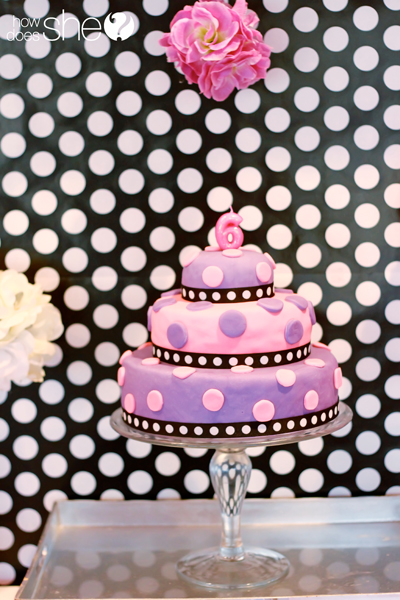 Easy fondant that ANYONE can do! - www.howdoesshe.com